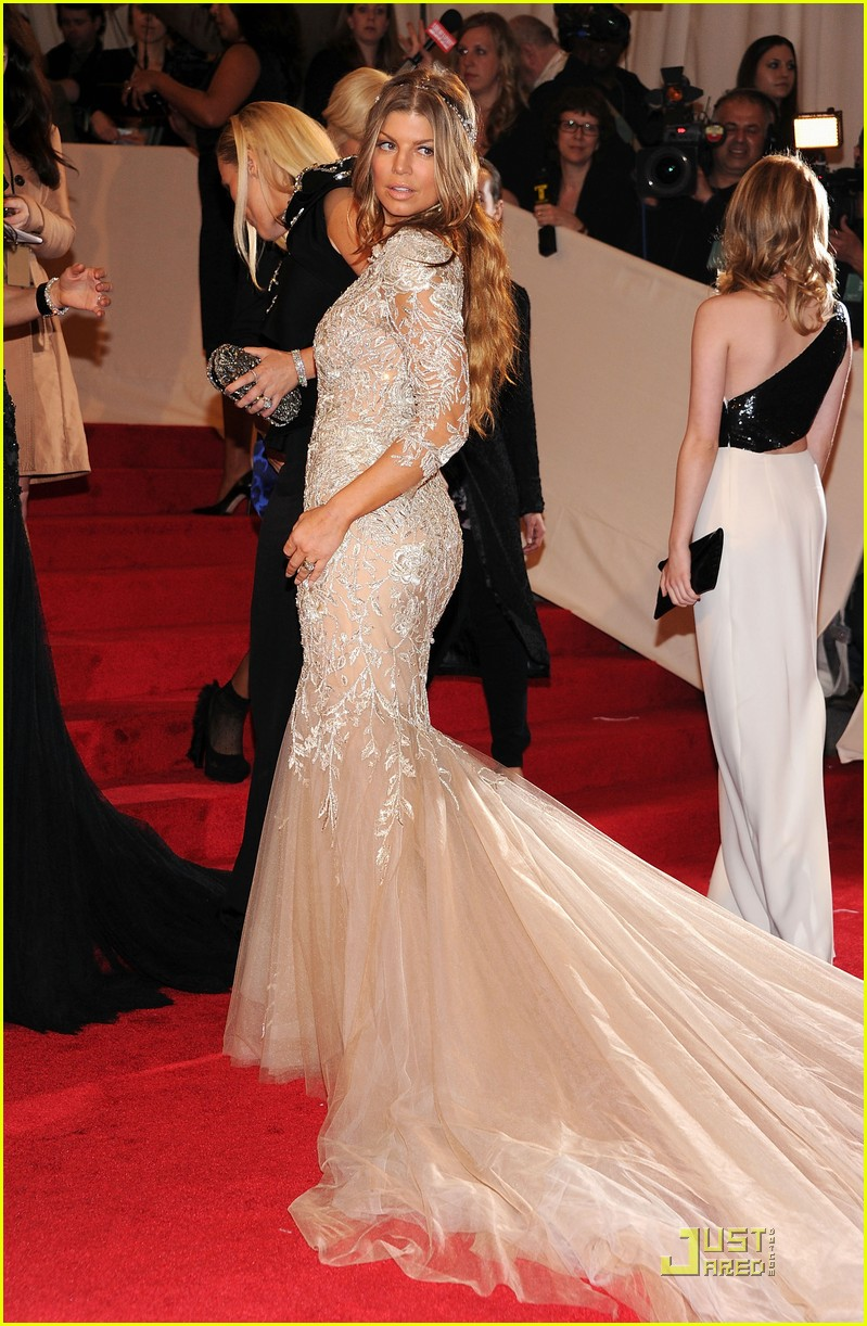 fergie josh duhamel met ball 2011 04