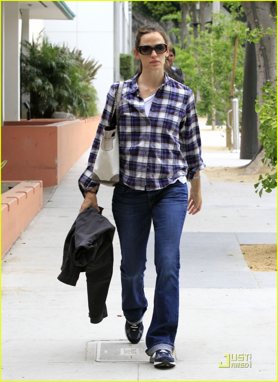 jennifer garner feeds meter 09