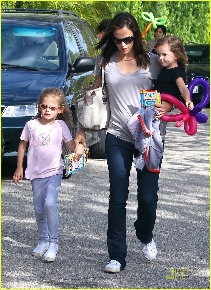 jennifer garner mothers day tobey maguire 10