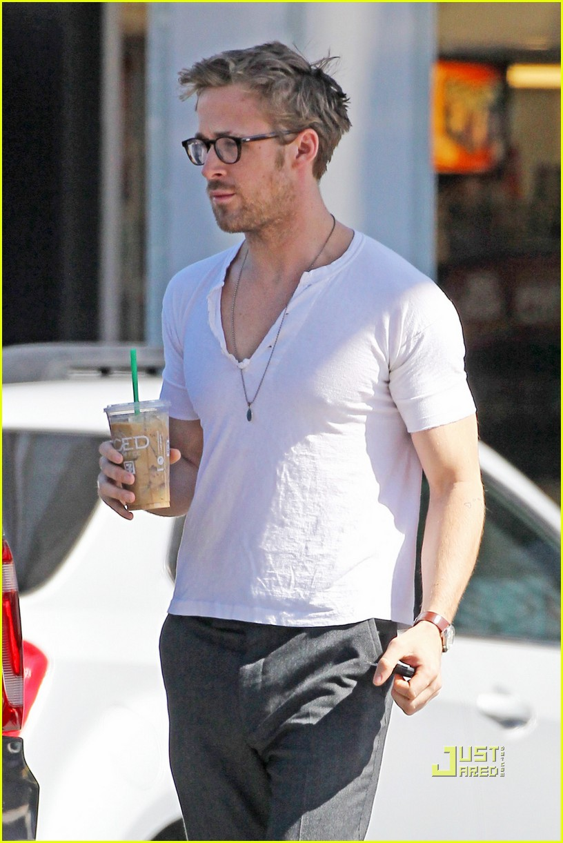 ryan gosling coffee break 03