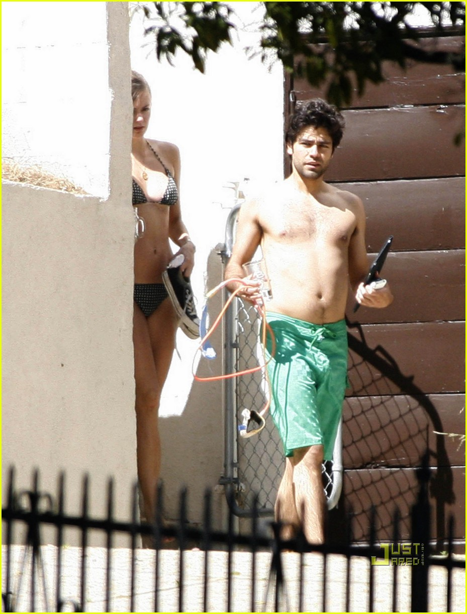 adrian grenier shirtless 012544549
