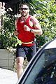 jake gyllenhaal bulging biceps 03