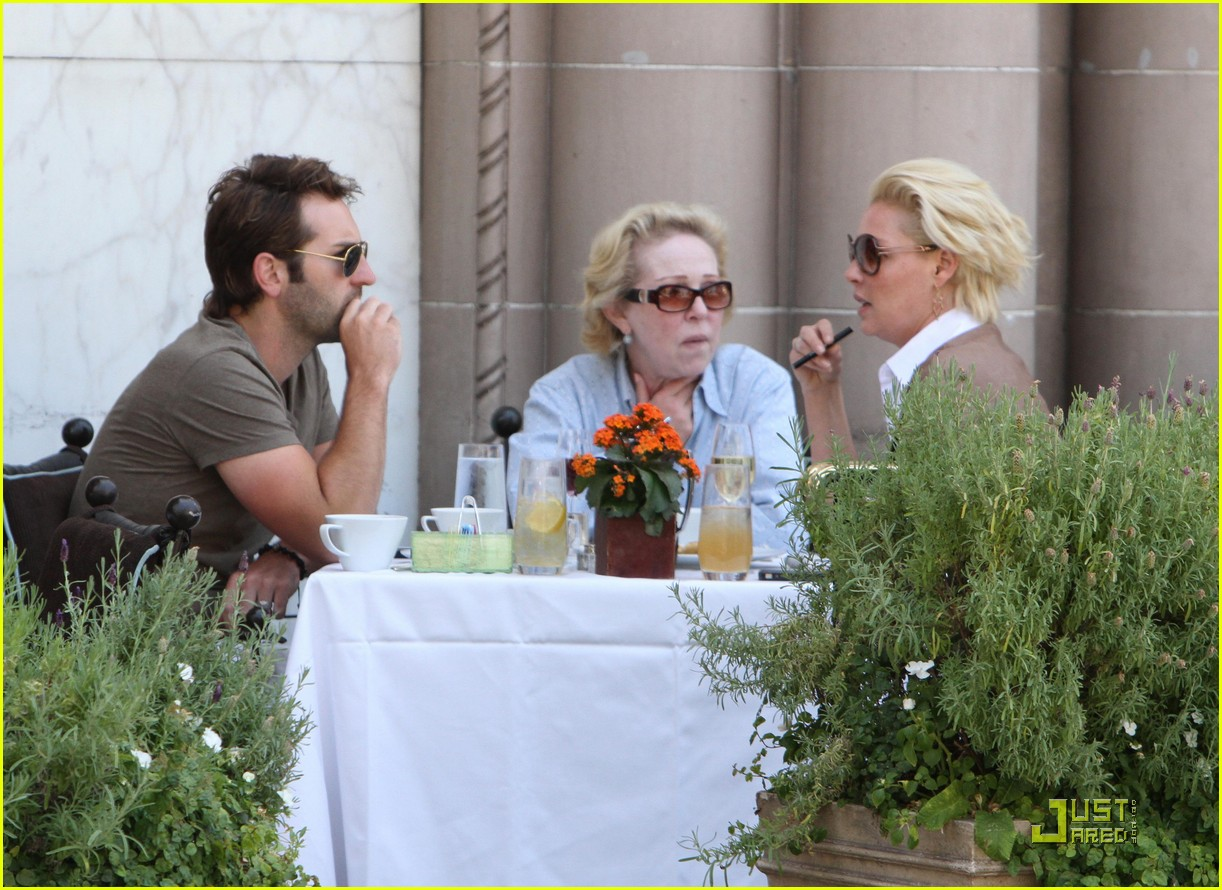 katherine heigl lunch with josh kelley and mom 02