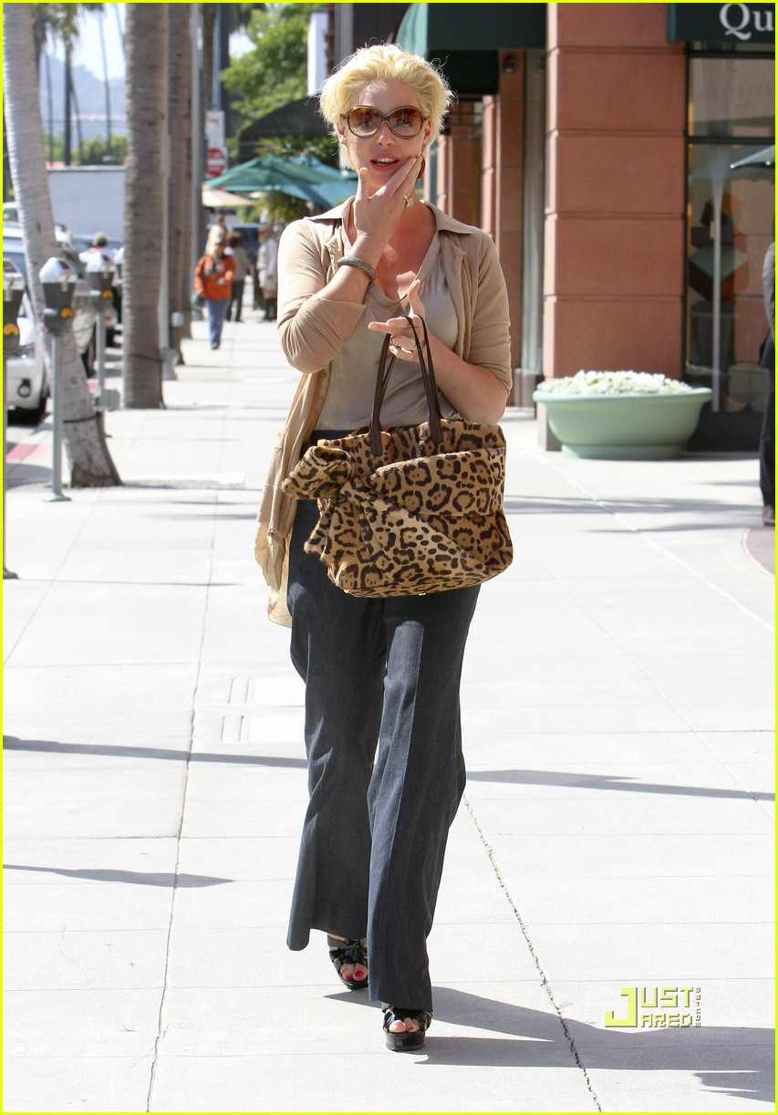 katherine heigl medical building beverly hills 01