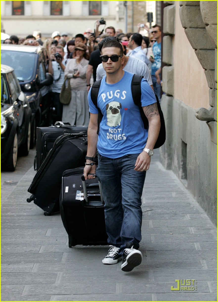 snooki the situation jersey shore cast arrives in italy 072543585