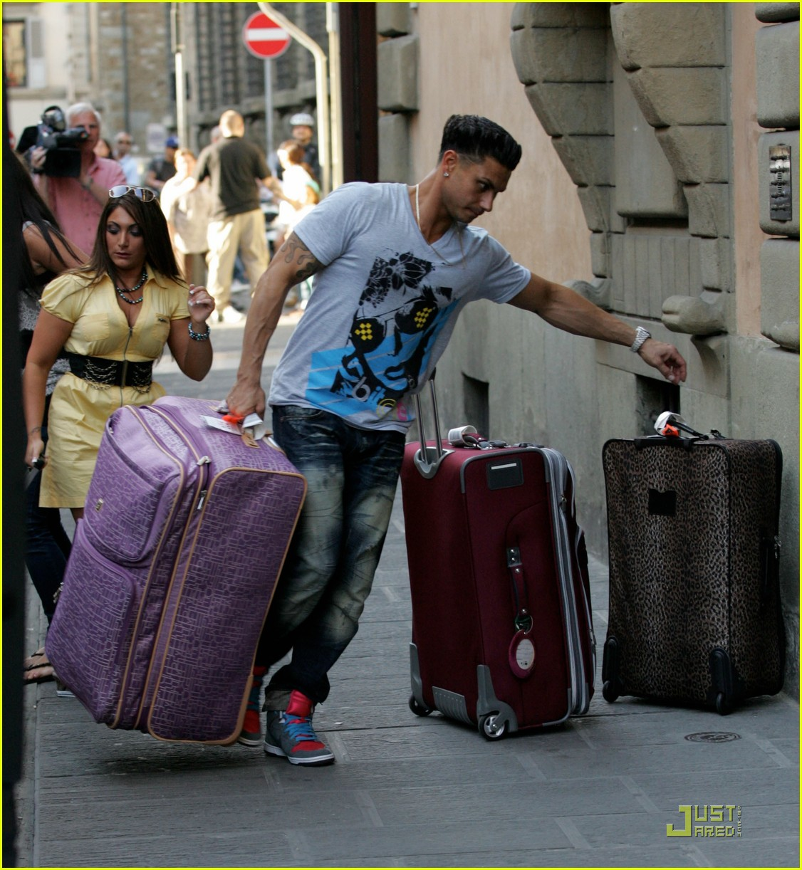 snooki the situation jersey shore cast arrives in italy 12