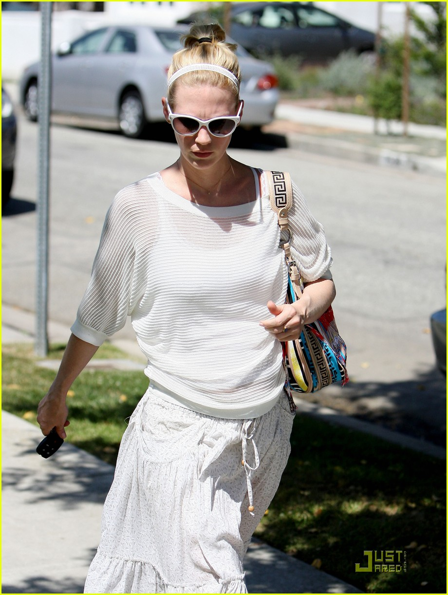 january jones santa monica getaway 02