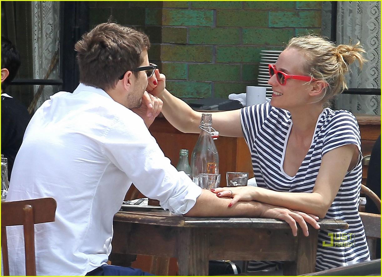 diane kruger joshua jackson kiss lunch east village 04
