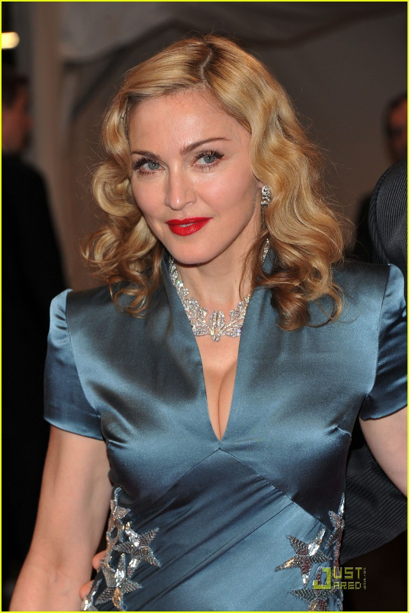 madonna met ball 2011 01
