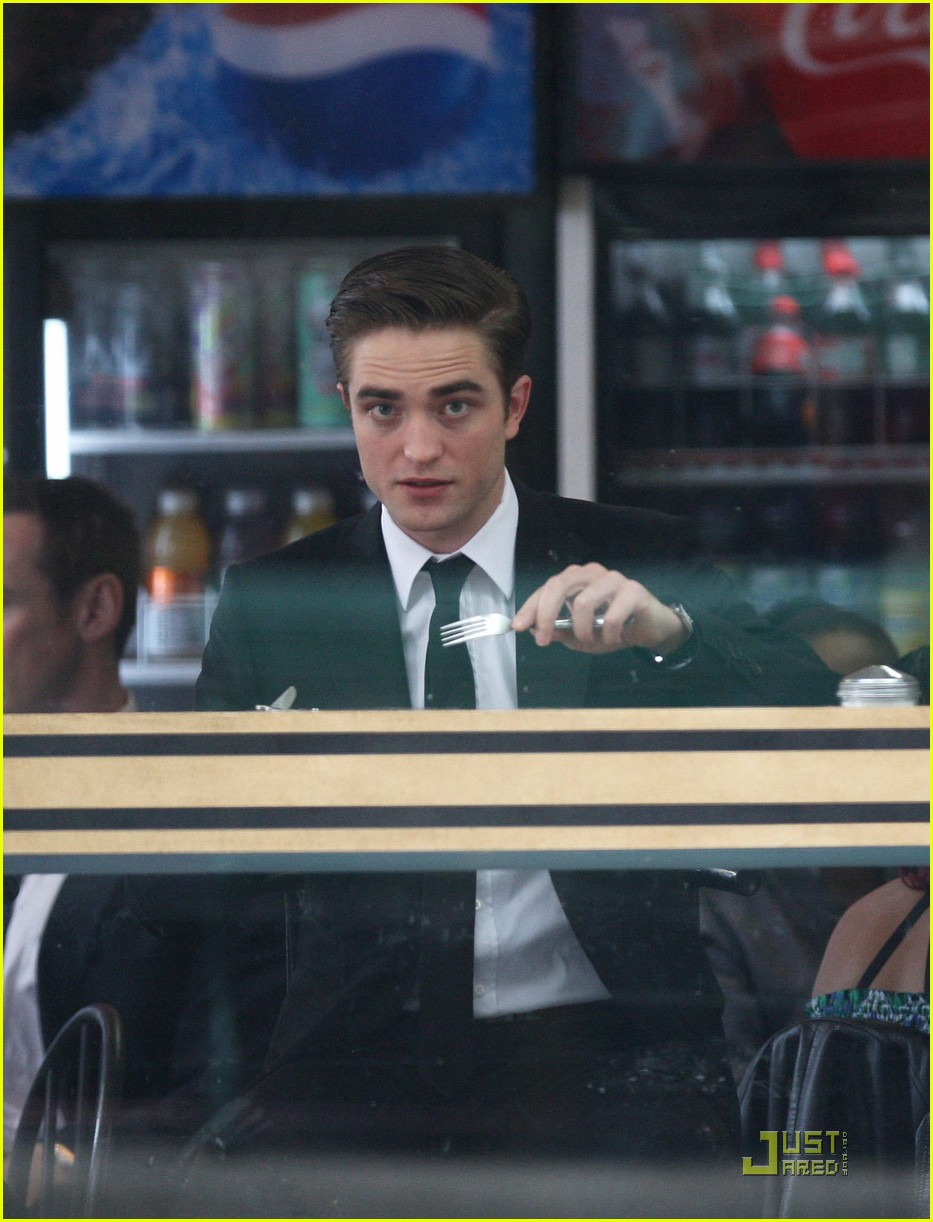 robert pattinson on set of cosmopolis 06