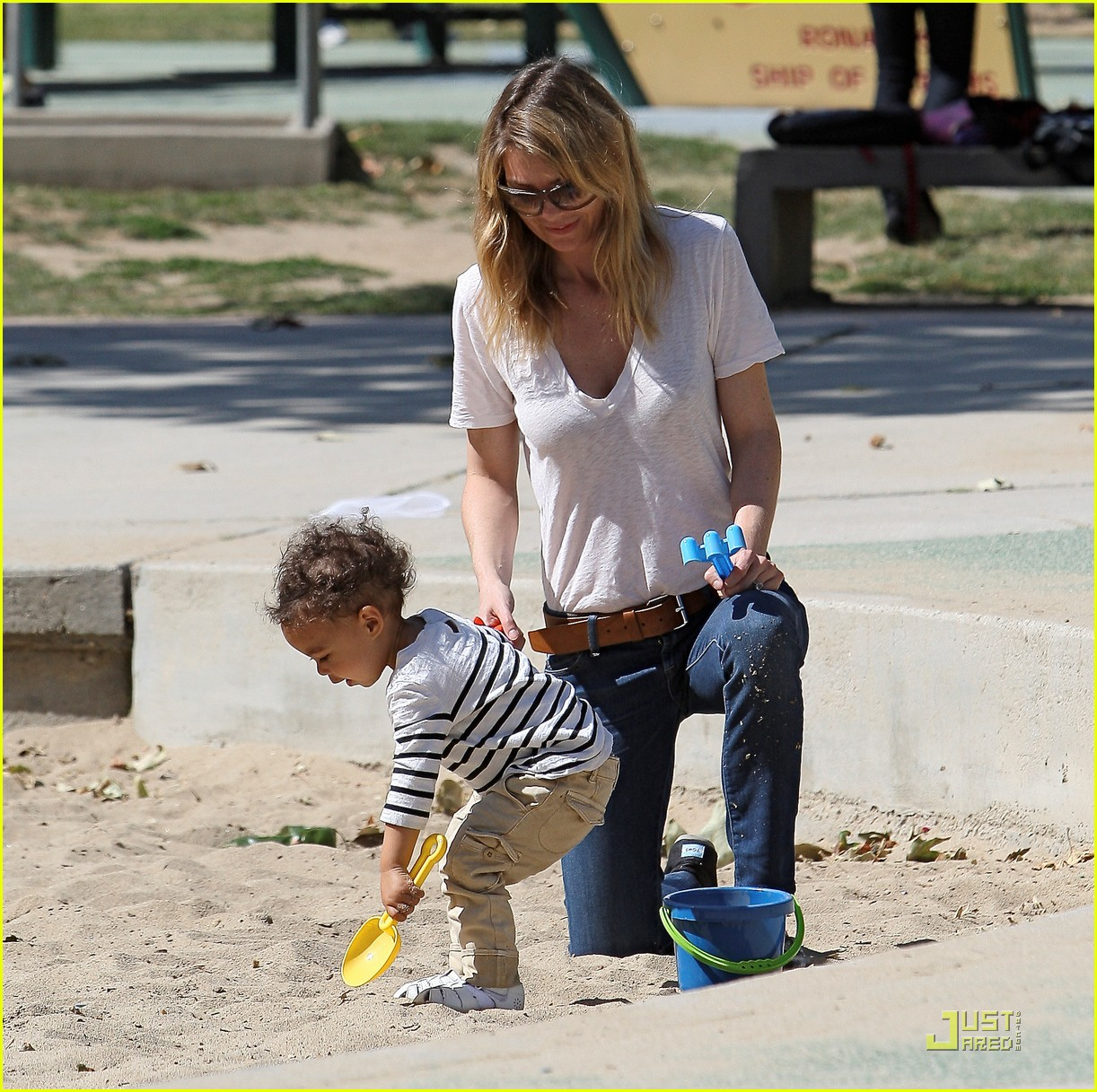ellen pompeo seesaw with stella 07