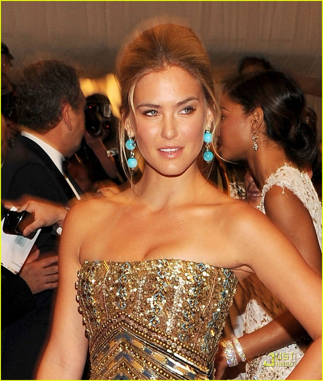 bar refaeli met ball 2011 012540461