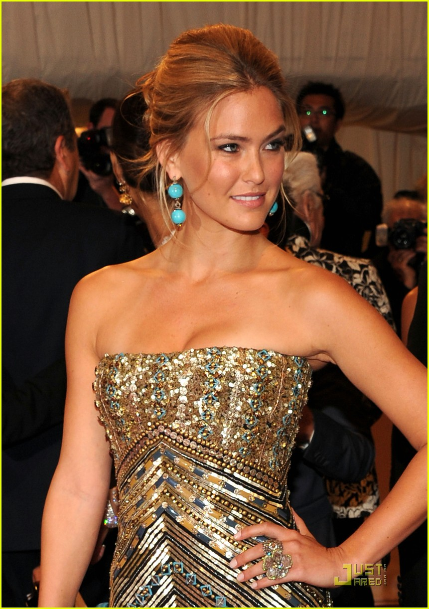 bar refaeli met ball 2011 03