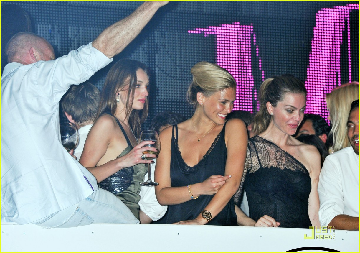 bar refaeli vip cannes 02