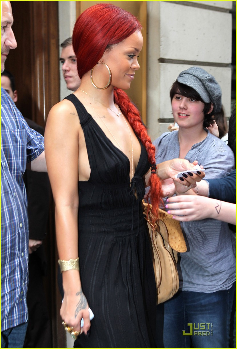rihanna ponytail in paris 02