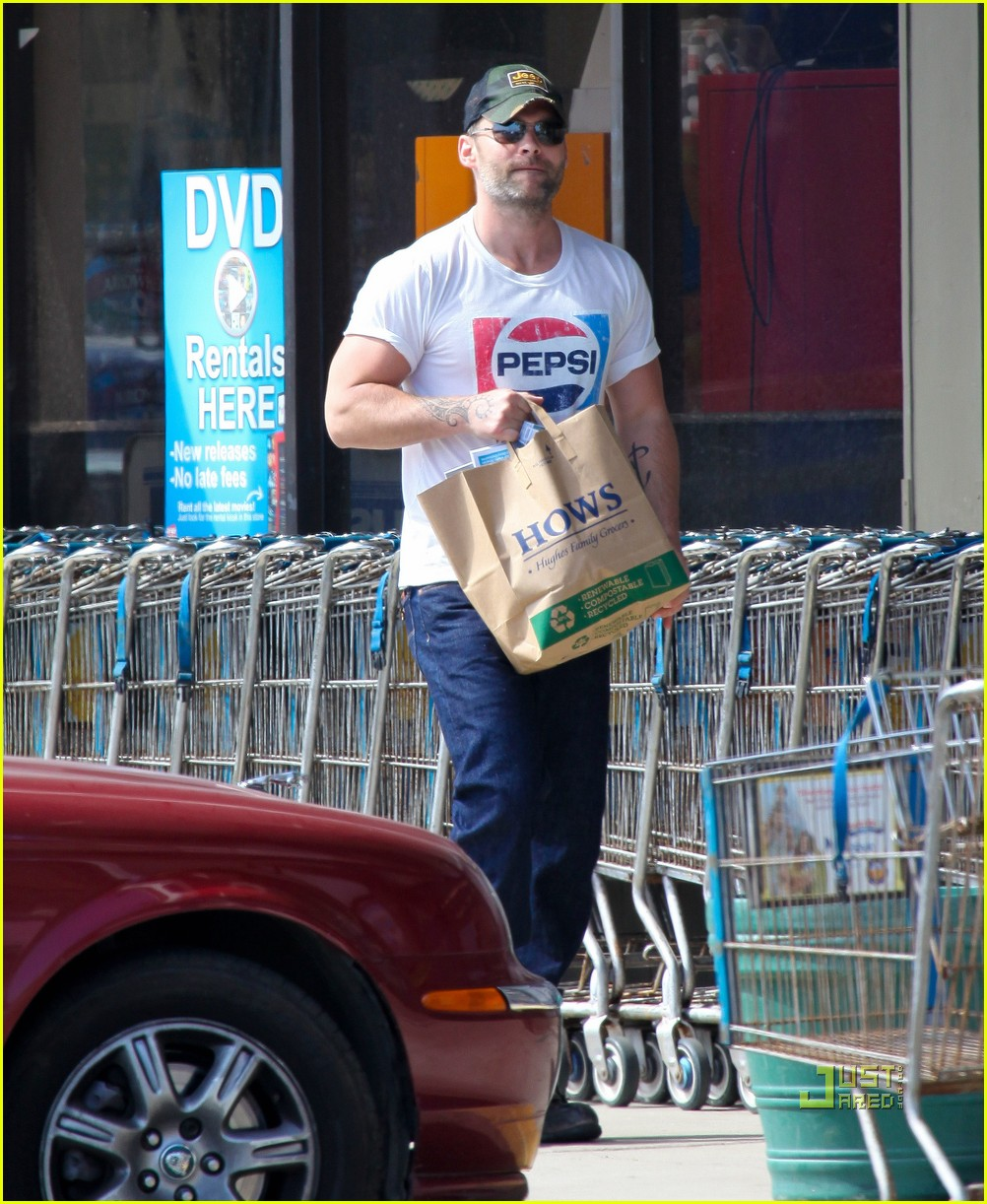 seann william scott pepsi shirt grocery store 06