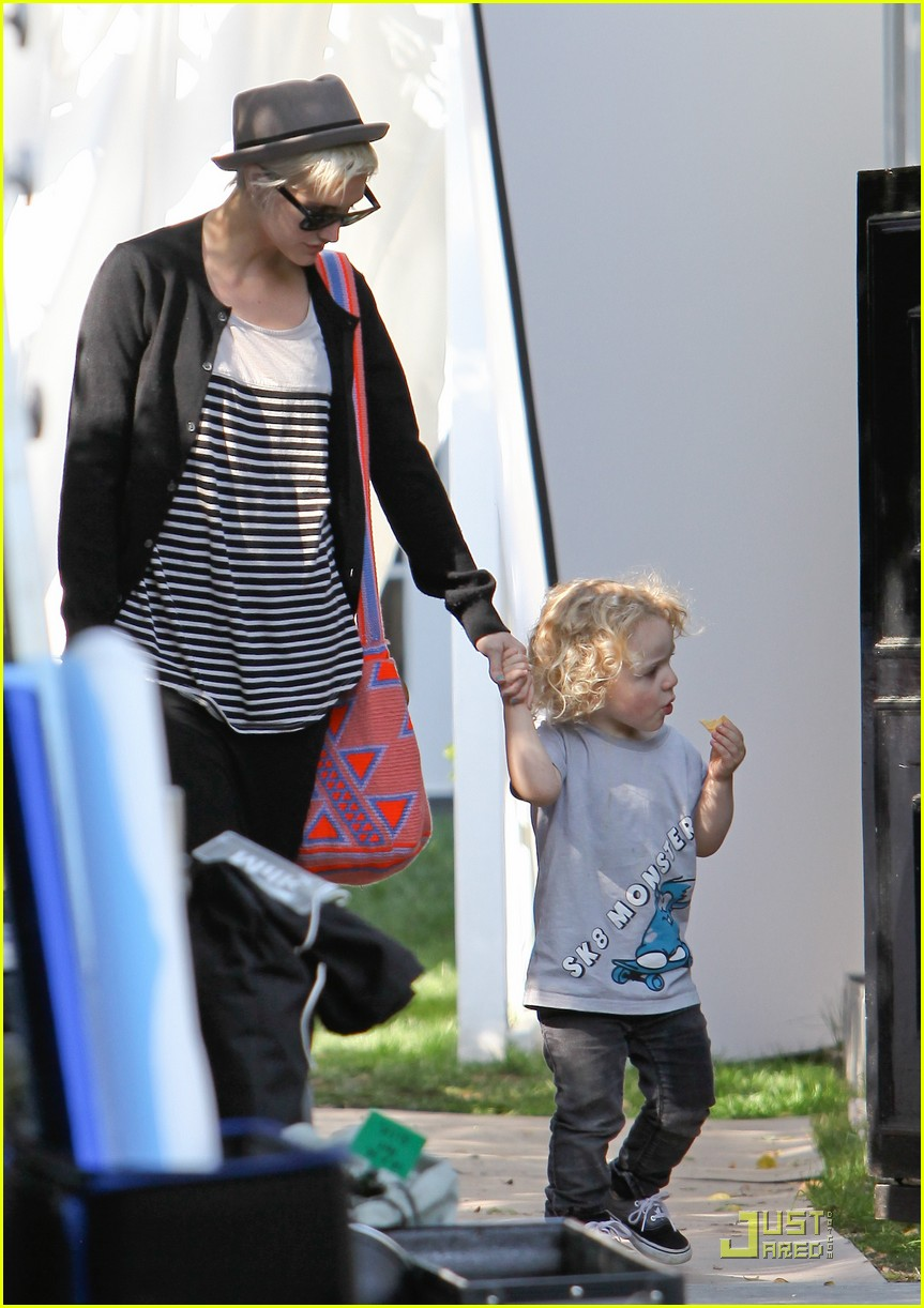 jessica simpson family visit at photo shoot 14