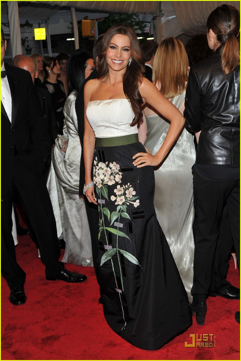 sofia vergara met ball 03