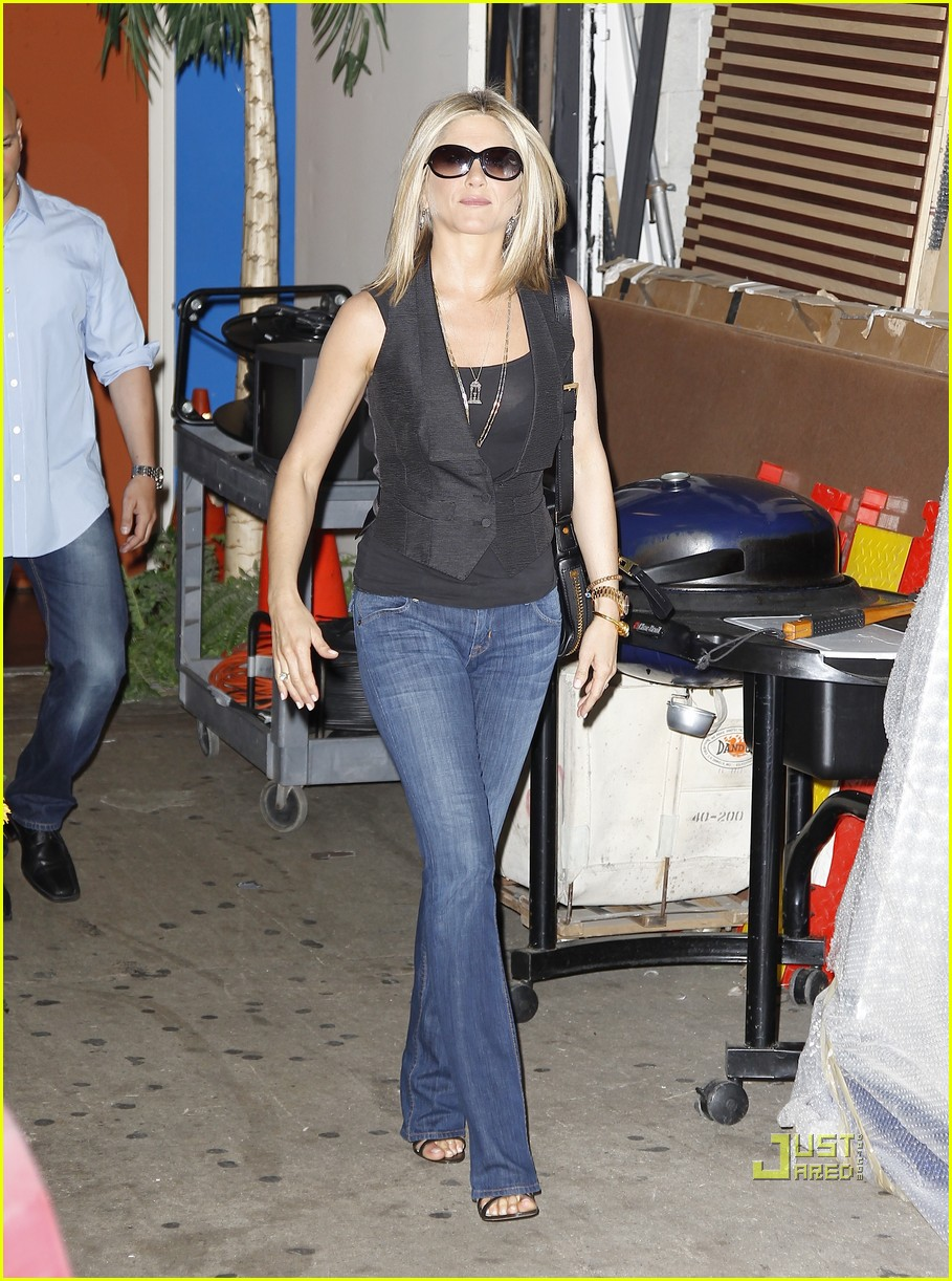 jennifer aniston black top nyc 04