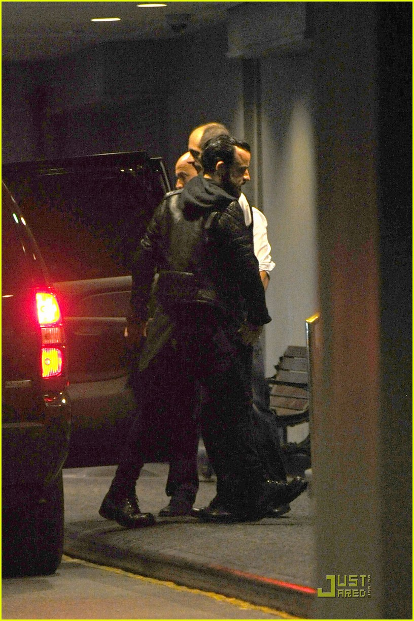 jennifer aniston waldorf astoria arrival with justin theroux 06