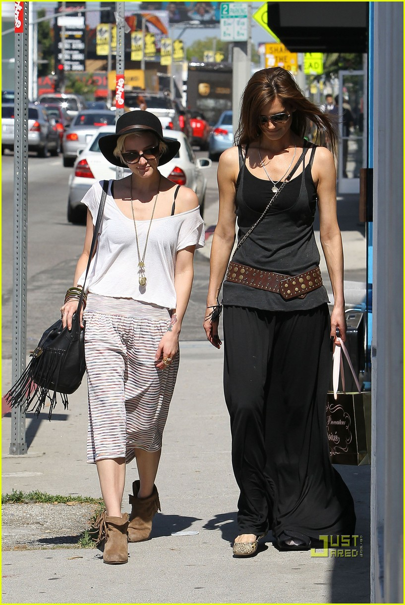 ashlee simpson friend shopping 04