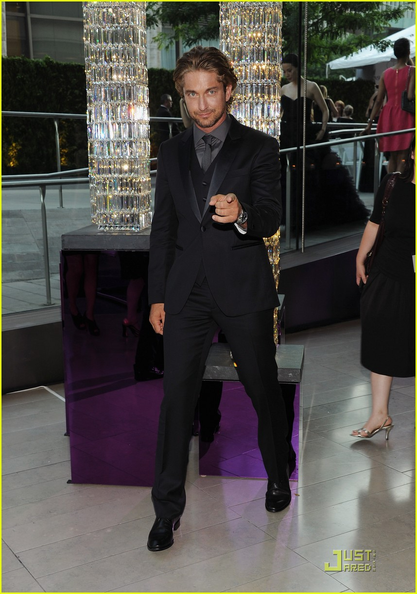 gerard butler cfda fashion awards 03