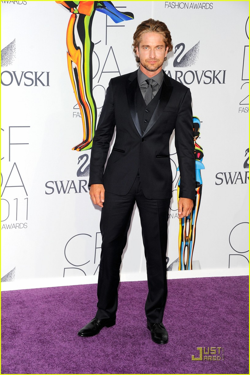 gerard butler cfda fashion awards 052550146
