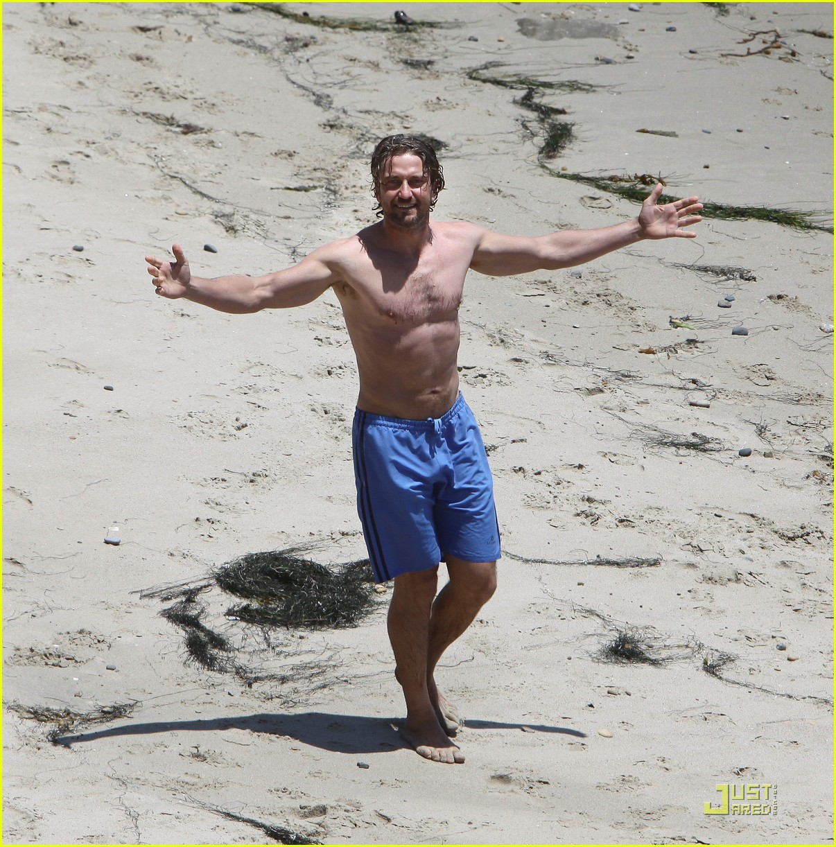 gerard butler shirtless stroll with mystery gal 01