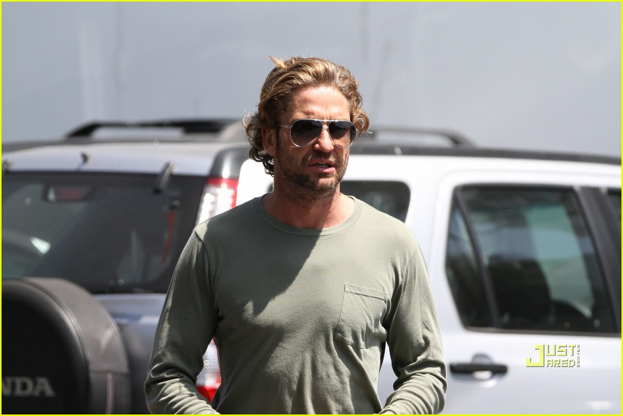 gerard butler long hair studio 012554763
