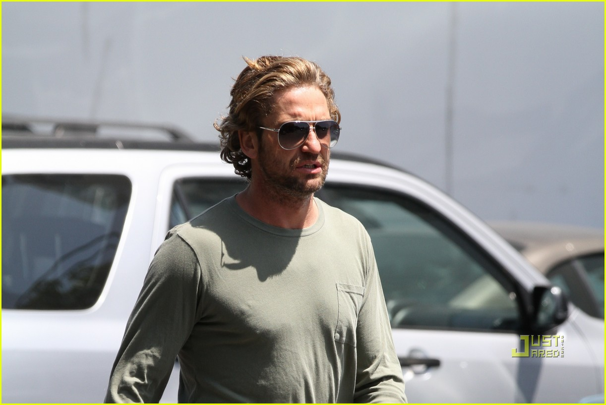 gerard butler long hair studio 032554765
