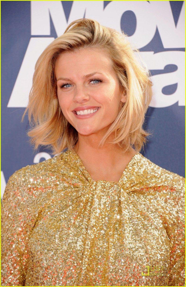 brooklyn decker mtv movie awards 2011 02