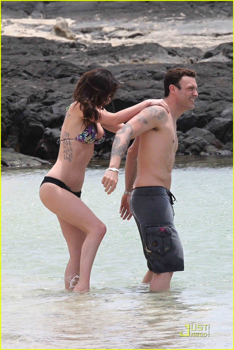 megan fox brian austin green hawaii beach 03