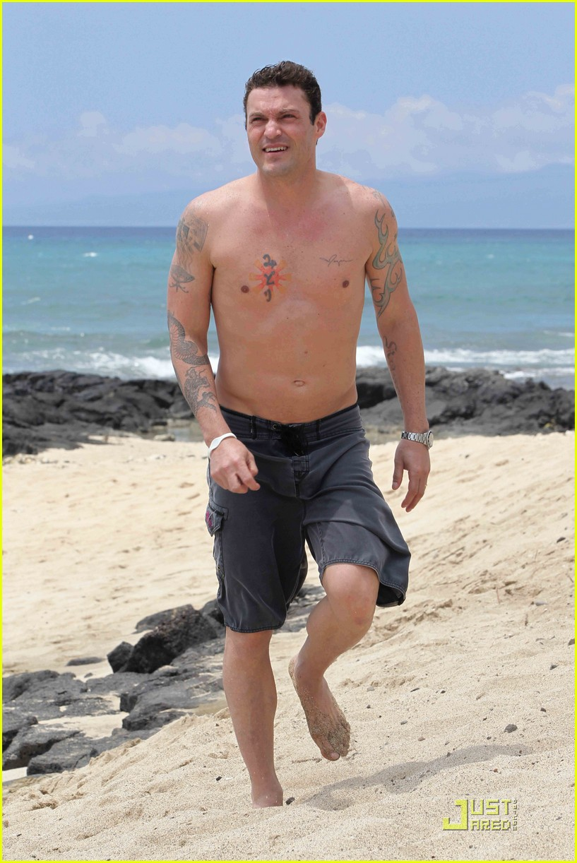megan fox brian austin green hawaii beach 07