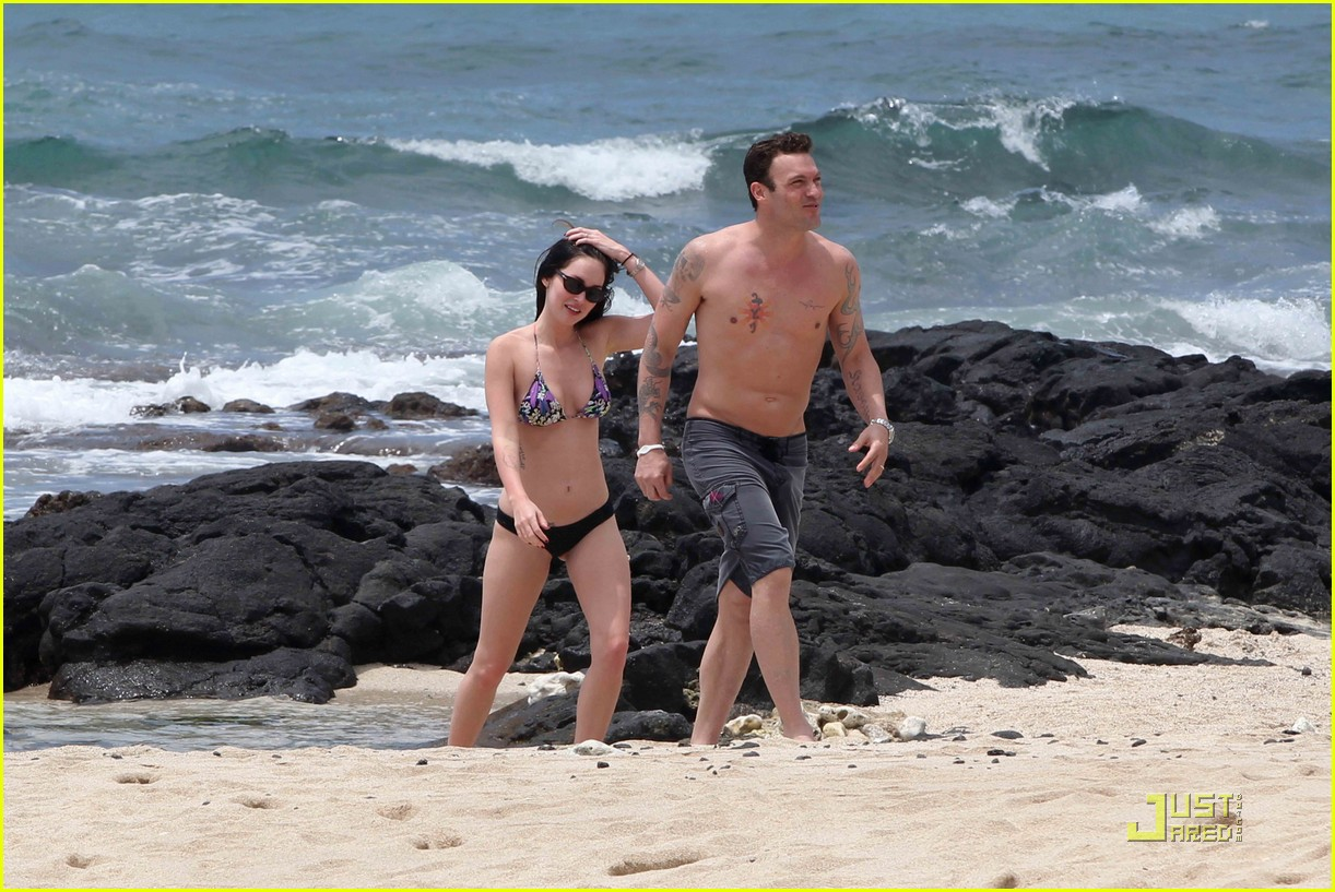 megan fox brian austin green hawaii beach 14