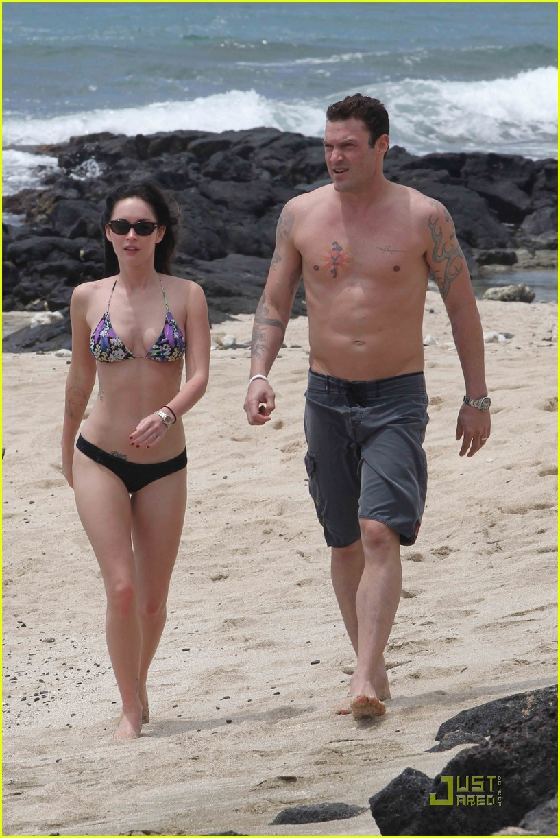 megan fox brian austin green hawaii beach 19