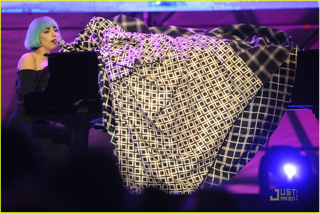 lady gaga roma europride 2011 performance 10