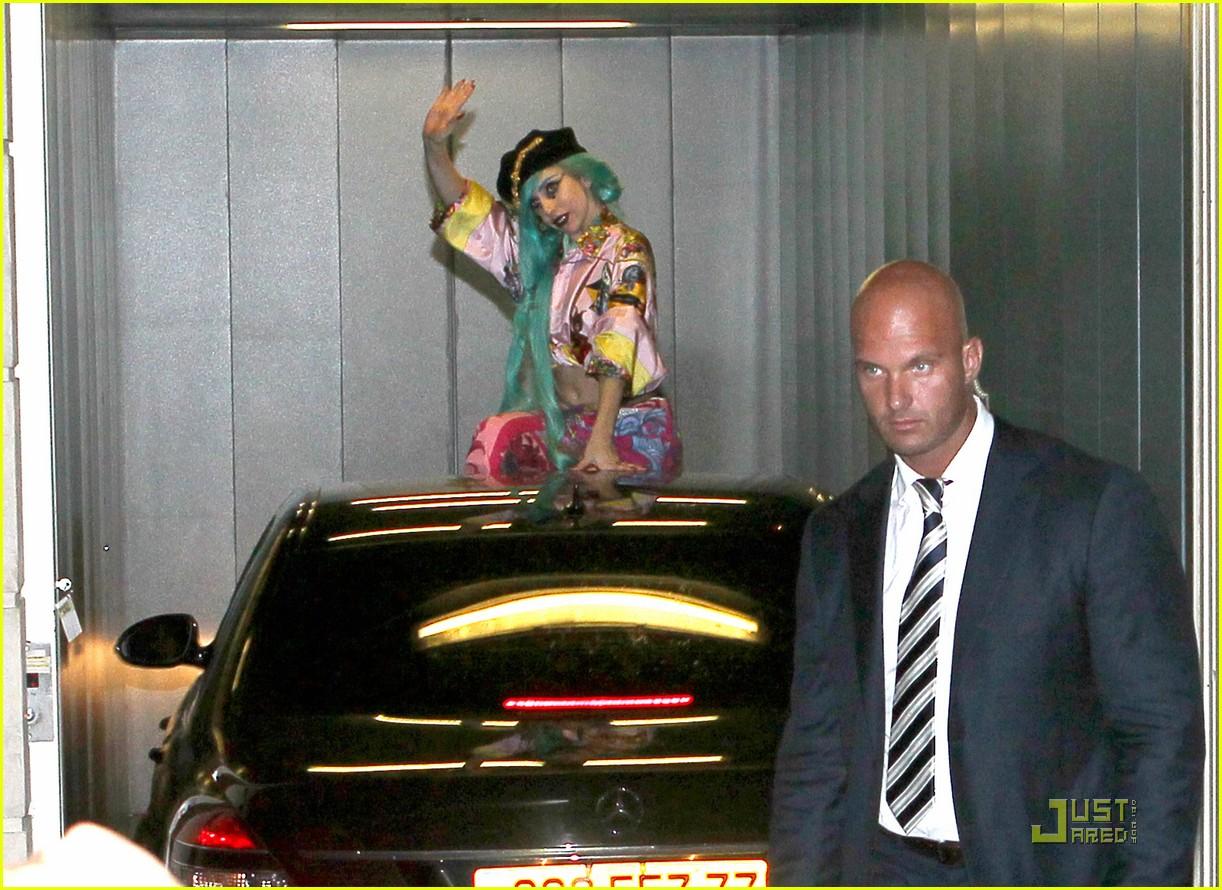 lady gaga greets fans 04