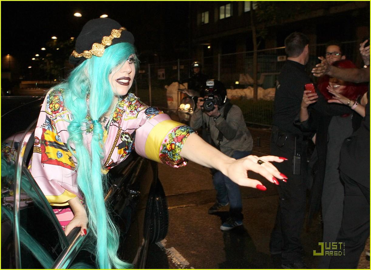 lady gaga greets fans 05