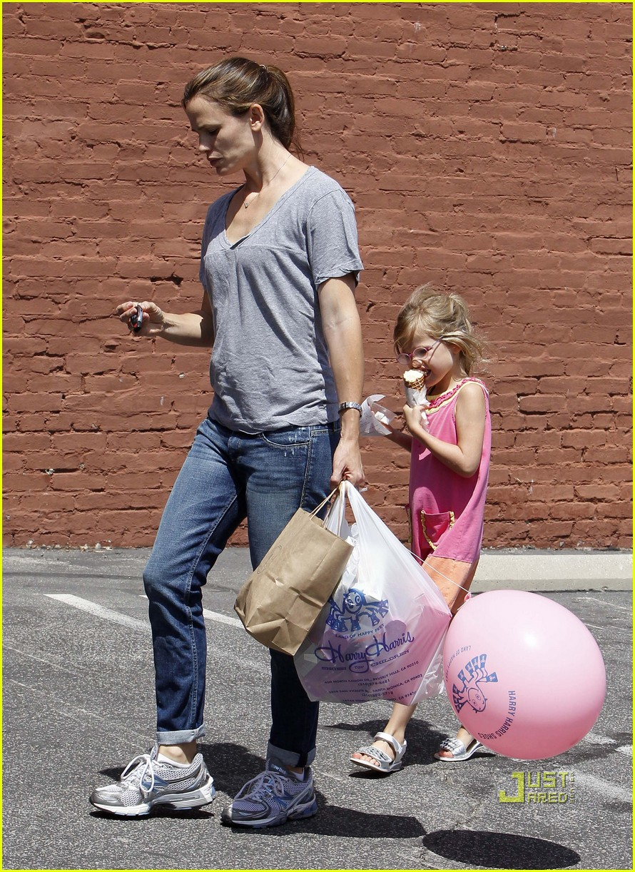 jennifer garner violet ice cream 02