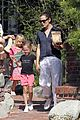 jennifer garner piggyback ride for violet 08