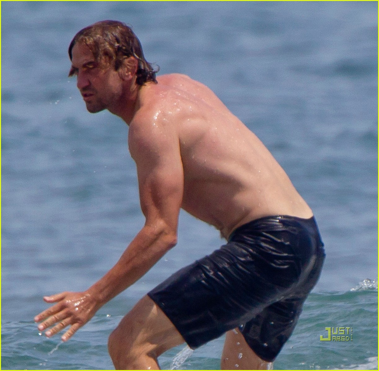 gerard butler shirtless surfing maui 02