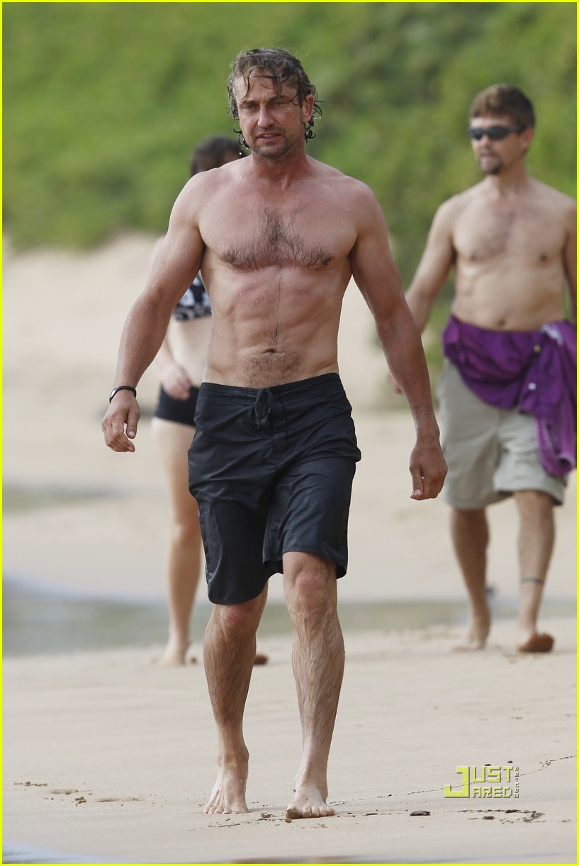 gerard butler shirtless surfing maui 03
