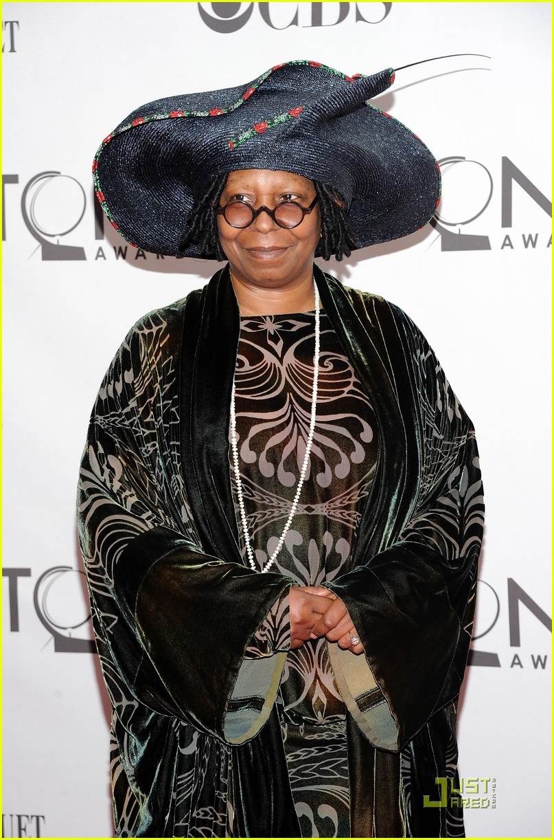 whoopi goldberg tony awards 2011 02