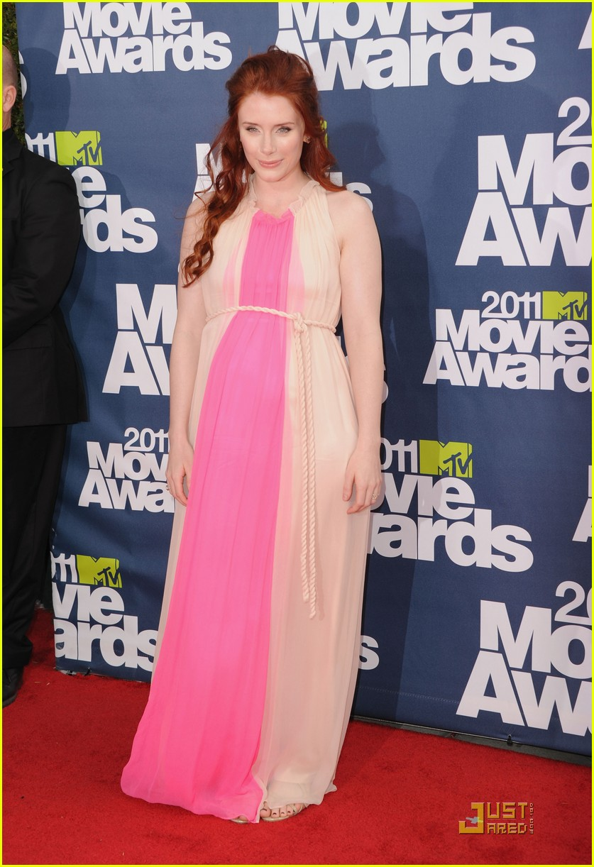 bryce dallas howard julia jones mtv movie awards 2011 01