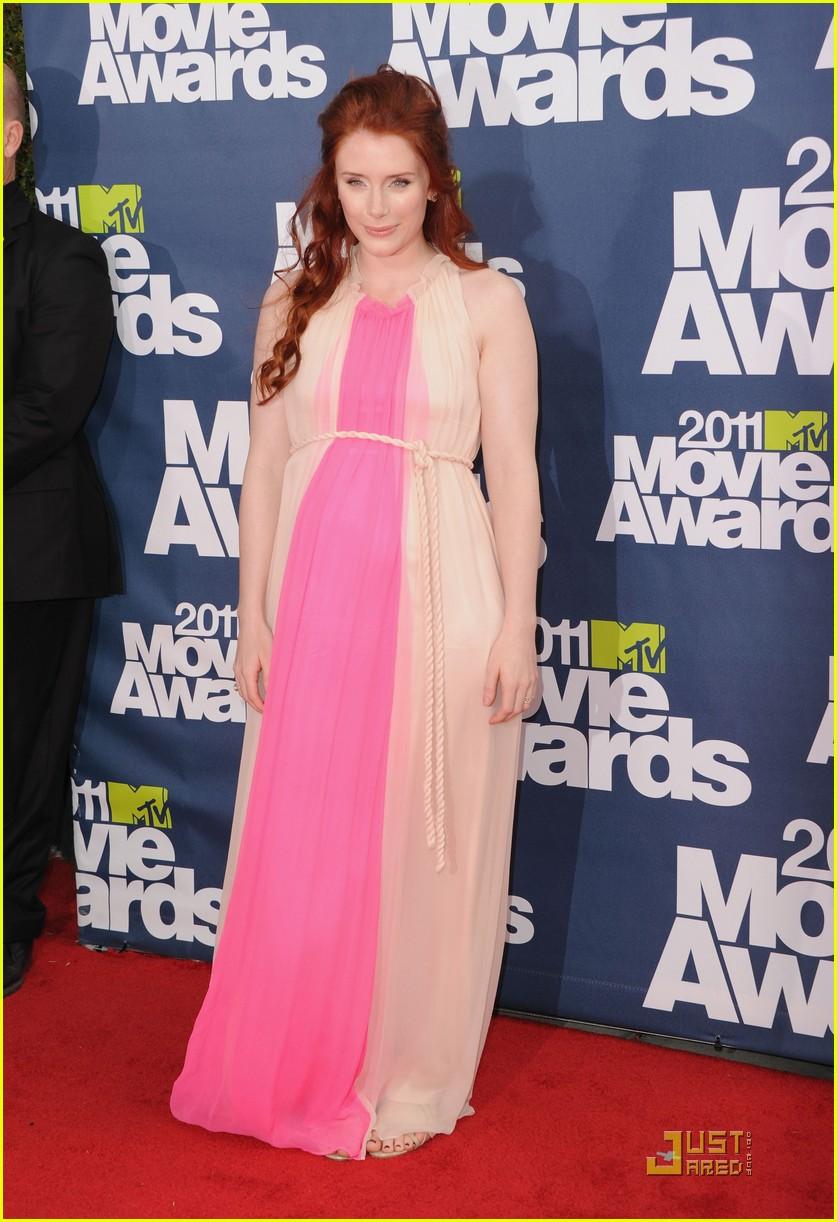 bryce dallas howard julia jones mtv movie awards 2011 01