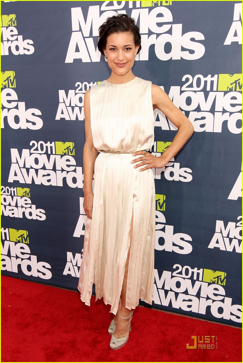 bryce dallas howard julia jones mtv movie awards 2011 04
