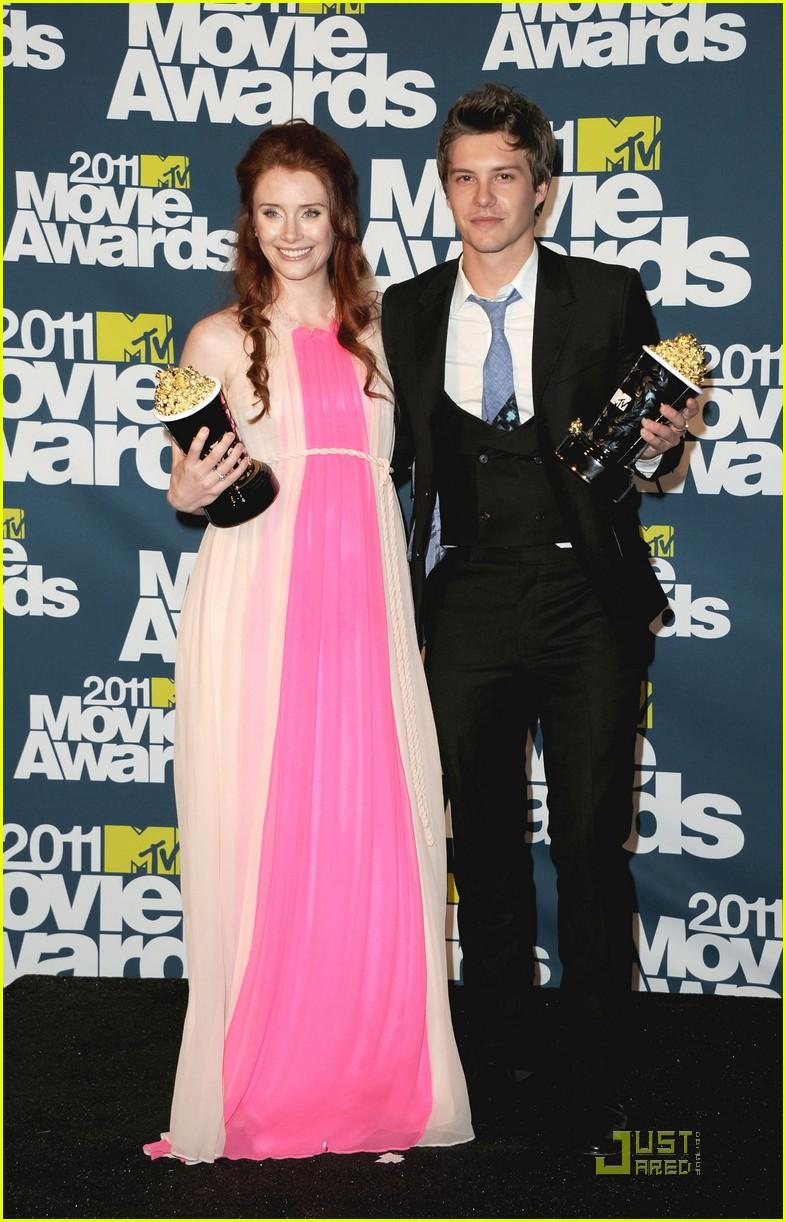 bryce dallas howard julia jones mtv movie awards 2011 07