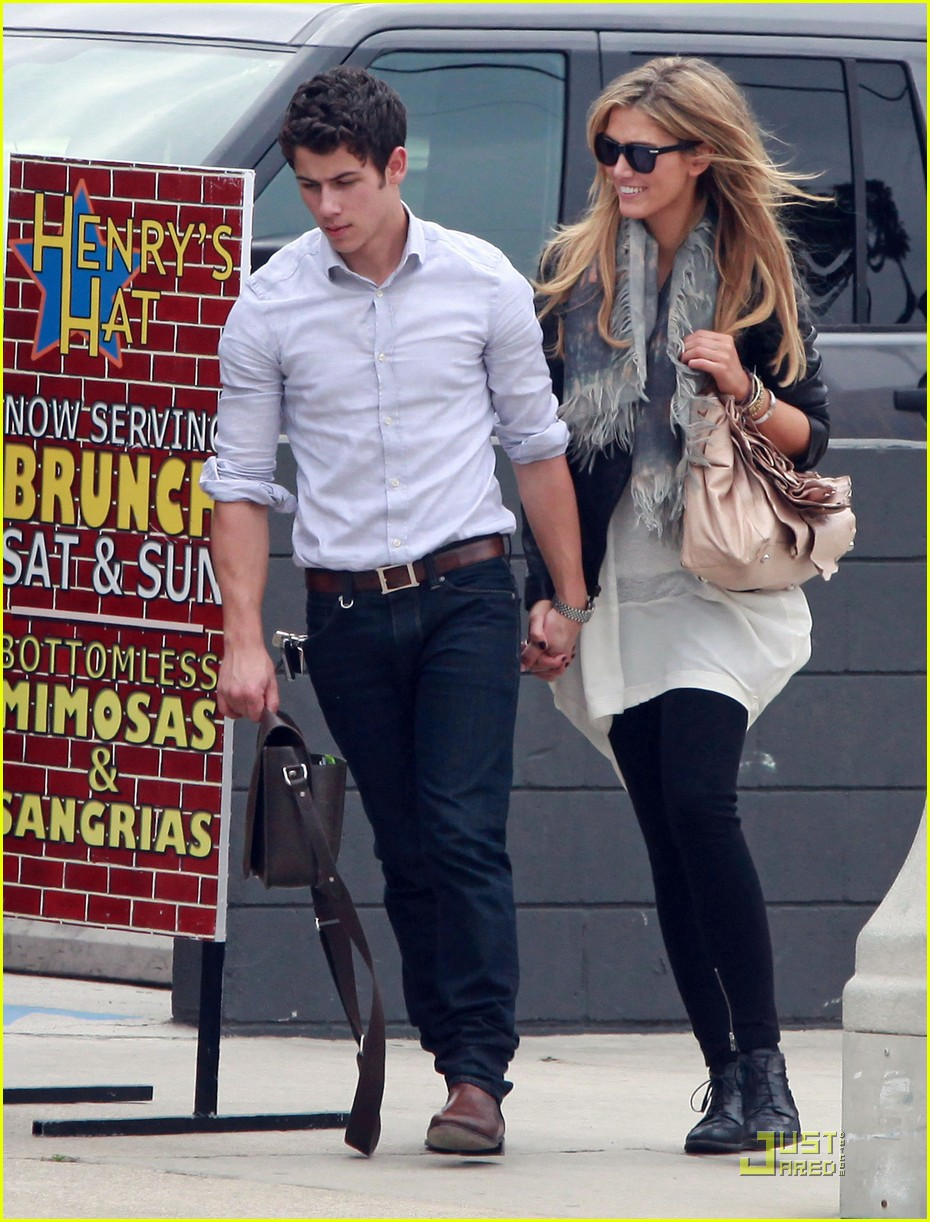nick jonas delta goodrem holding hands 10