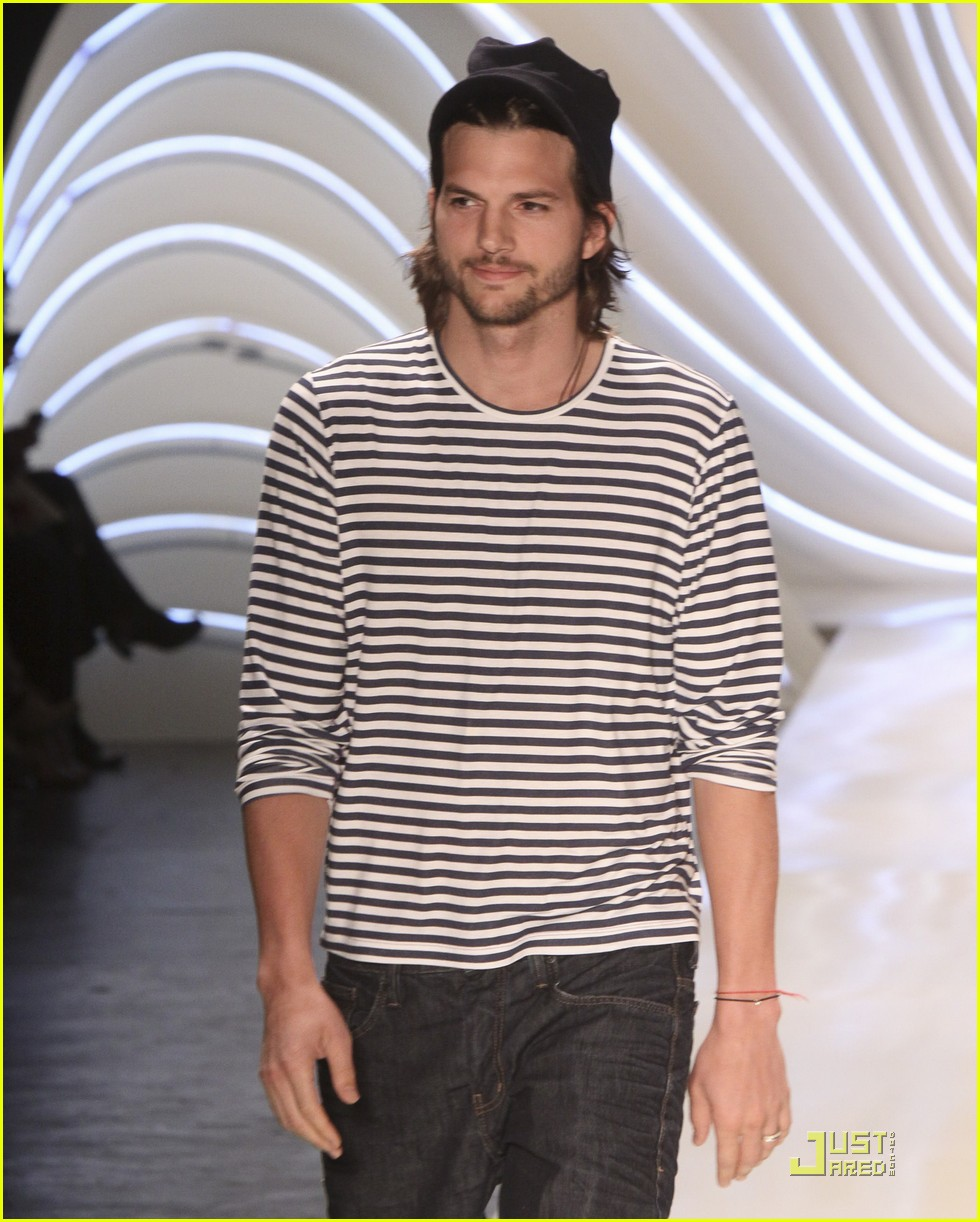 ashton kutcher alessendra ambrosio colcci fashion show 01