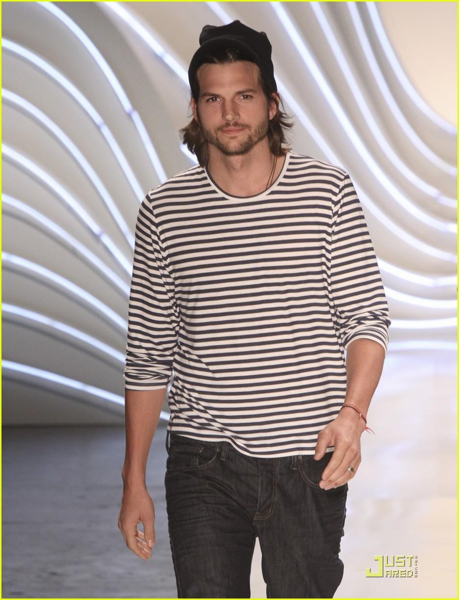 ashton kutcher alessendra ambrosio colcci fashion show 09